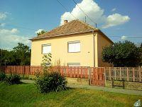 Eladó családi ház, Ácson 41.5 M Ft, 4 szobás