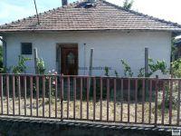 Eladó családi ház, Ajkán 8 M Ft, 3 szobás