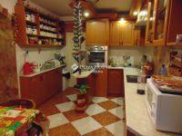 Eladó családi ház, Úrin 150 M Ft, 6+2 szobás