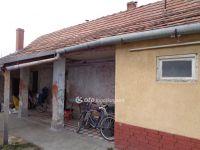Eladó családi ház, Akasztón, Szabadság utcában 2 M Ft