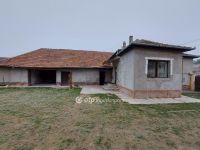 Eladó családi ház, Akasztón 16 M Ft, 2 szobás