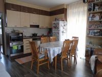 Eladó téglalakás, Győrött 58.999 M Ft, 4 szobás
