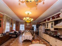 Eladó családi ház, Gödöllőn 110 M Ft, 9 szobás
