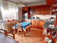 Eladó családi ház, Ajkán 35 M Ft, 4 szobás