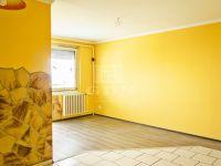 Eladó panellakás, Veszprémben 26.8 M Ft, 1+3 szobás