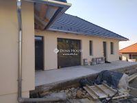 Eladó családi ház, Keszün 98.9 M Ft, 4 szobás