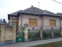 Eladó családi ház, Versegen 25 M Ft, 3 szobás
