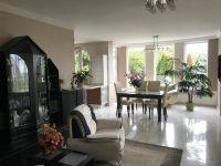 Eladó családi ház, Szentendrén 245 M Ft, 11 szobás