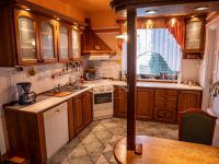 Eladó családi ház, Veszprémben 75 M Ft, 3+2 szobás